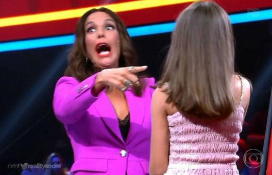 """Ivete reagiu de forma cômica ao """"Obrigado Claudinha"""" proferido pela candidata mineira. Fot: Reprodução Tv Globo."""