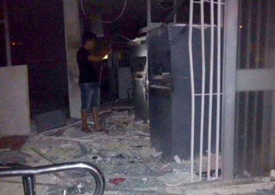 O cofre da agência teria sido explodido pelos bandidos, que renderam e fizeram os vigilantes de reféns | FOTO: Reprodução/Jacobina Notícias |