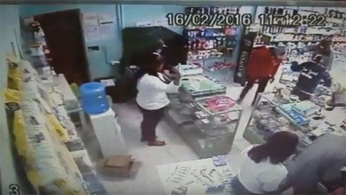 Os bandidos renderam os funcionários e clientes. Foto: Informe Barra