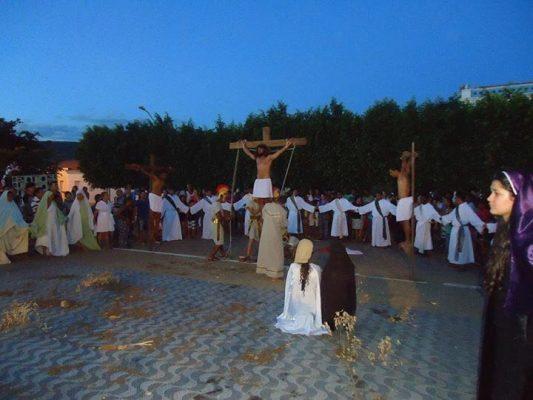 Jesus é crucificado. Foto: Informebarra.com.br