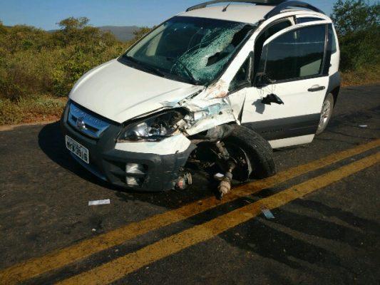 O veículo Fiat Idea colidiu frontalmente com a moto em que Viviane estava. Foto: Informebarra.com.br