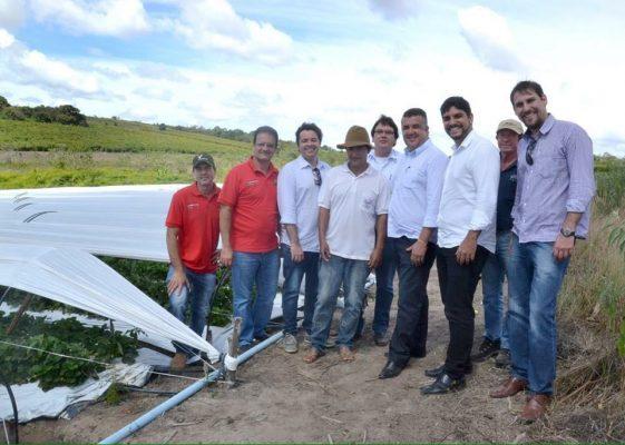 A equipe do Sebrae pode conhecer de perto a agricultura familiar no município.