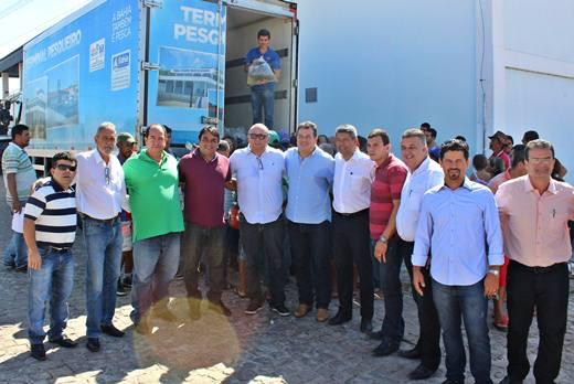 Participaram da entrega, o Prefeito Albercinho, o Deputado Marquinhos Viana, o Secretário Jerônimo Rodrigues e os Diretores da Bahia Pesca Dernival Oliveira e CAR, Wilson Dias.