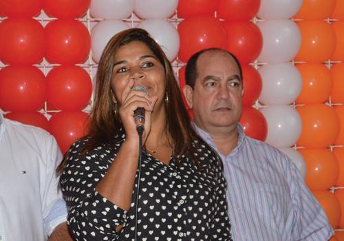 Dentre os postulantes ao Legislativo, a cantora Rebeca também está na disputa.
