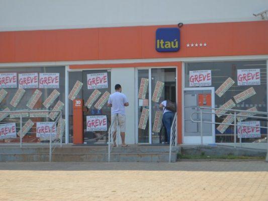 Sem acordo, bancários continuam em greve por tempo indeterminado (Foto: Sintec/Divulgação)