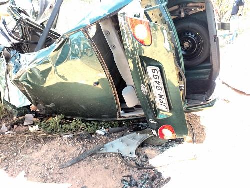 O carro ficou destruído. Foto: Informebarra.com.br