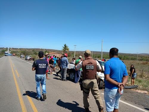 A Polícia Técnica, Militar e Rodoviária estiveram no local registrando a ocorrência. Foto: Informebarra.com.br