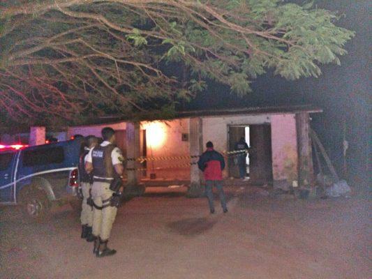 O local foi isolado pela Polícia Militar até a chegada da Polícia Técnica. Foto: Informe Barra.com.br