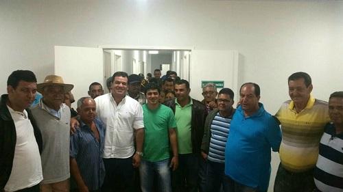 Acompanhado do Deputado Estadual Marquinhos, vice prefeito Ruy, presidente da câmara Anizio Braz, e vereadores eleitos Ronaldo, Marcinho de Noé, Almir e diversas lideranças local.