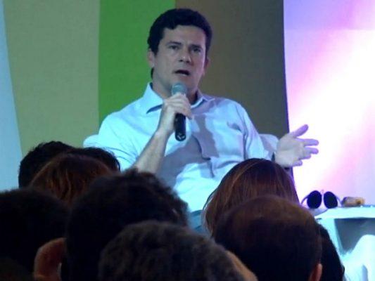 Juiz Sergio Moro participou nesta sexta-feira de evento em Porto Seguro, na Bahia (Foto: Reprodução/TV Santa Cruz)