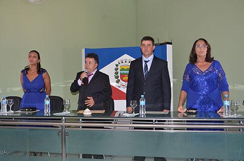 Após votação para a formação da mesa diretora, Bô (com o microfone) foi eleito presidente. Foto: Informe Barra.com.br