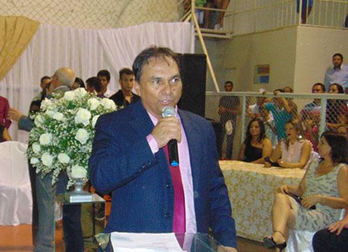 Tôe Brito assume o segundo mandato consecutivo como presidente da Câmara de Tanhaçu.