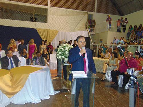 Tôe Brito, já como presidente da câmara, empossou o prefeito Dr. Jorge.
