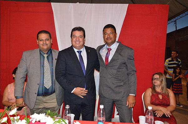 Prefeito Haroldo, Deputado Marquinhos Viana e o vice - prefeito Juninho.