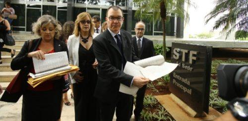 Resultado de imagem para Advogados, juízes e procuradores foram ao STF com manifestos sobre prisão em 2° instância