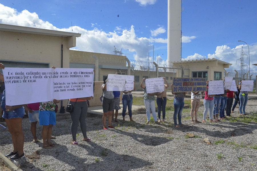 Os manifestantes querem a inauguração do presídio de Brumado. Foto: Informe Barra.